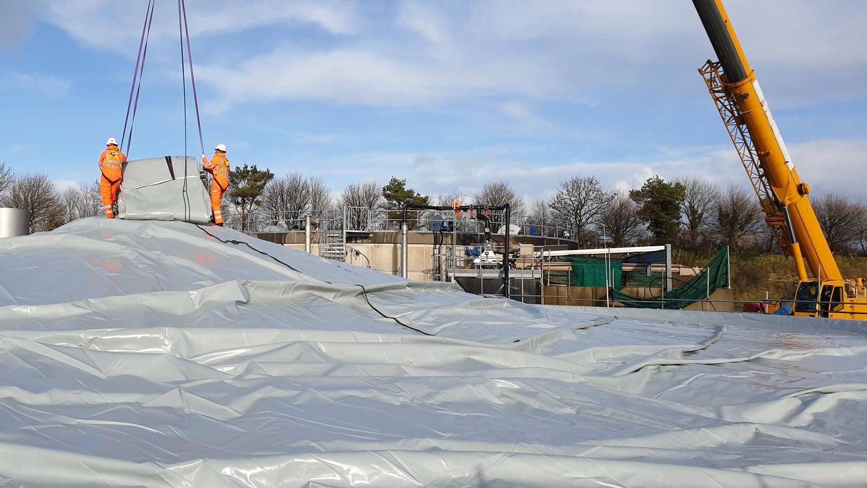 installation of a new double membrane gas holder roof